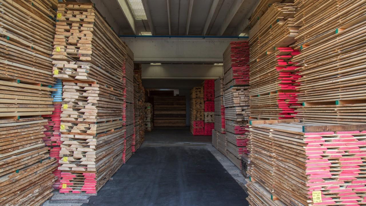 legnami-vendita-legno-legname-larice-siberiano-ingrosso-da-costruzione-prezzi-stagionatura-commercio-rovere-europeo-tavole-prezzo-prefinito-legna-abete-faggio-frassino-tiglio-dal-lago-spa-Dal Lago-7