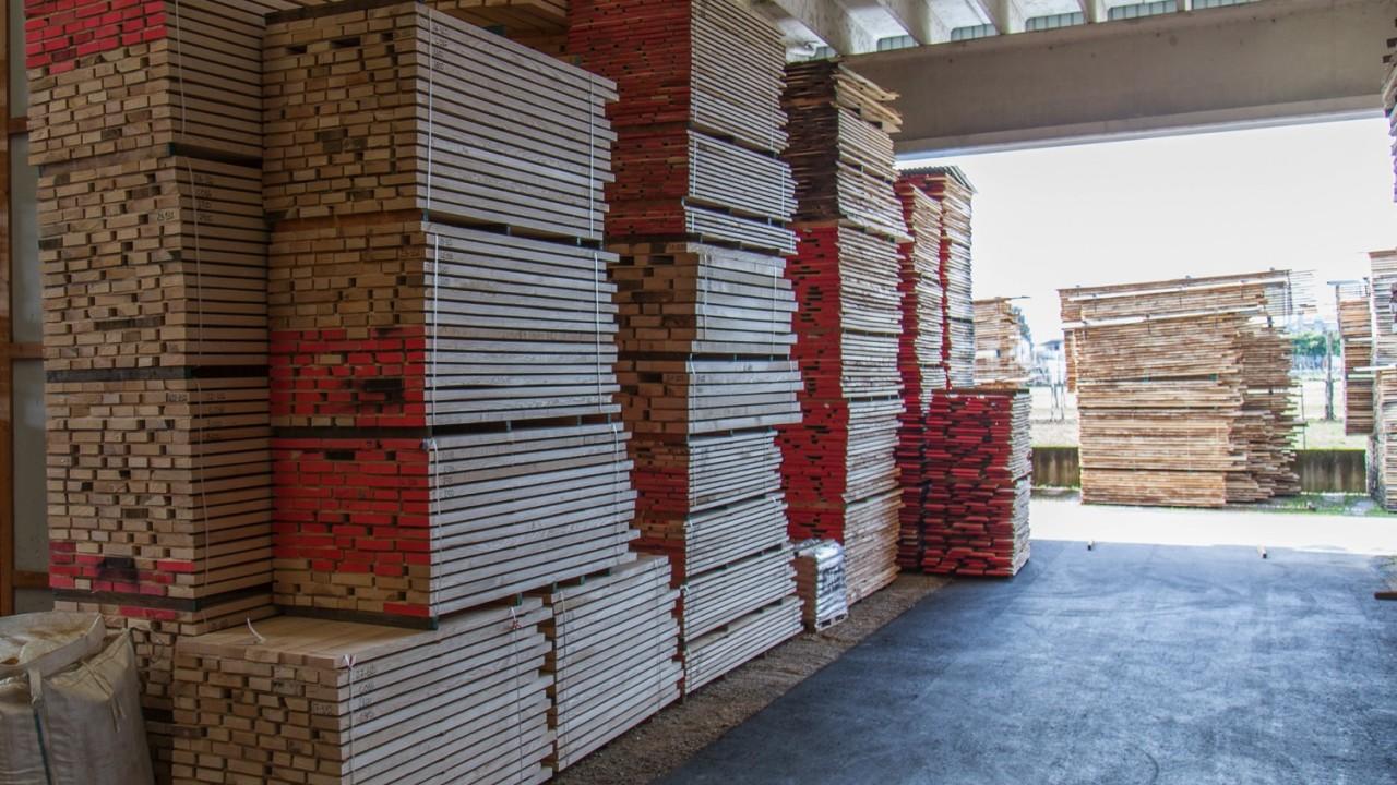 legnami-vendita-legno-legname-larice-siberiano-ingrosso-da-costruzione-prezzi-stagionatura-commercio-rovere-europeo-tavole-prezzo-prefinito-legna-abete-faggio-frassino-tiglio-dal-lago-spa-Dal Lago-8