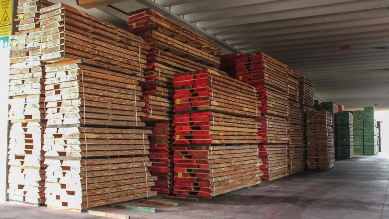 legnami-vendita-legno-legname-larice-siberiano-ingrosso-da-costruzione-prezzi-stagionatura-commercio-rovere-europeo-tavole-prezzo-prefinito-legna-abete-faggio-frassino-tiglio-dal-lago-spa-dal lago1