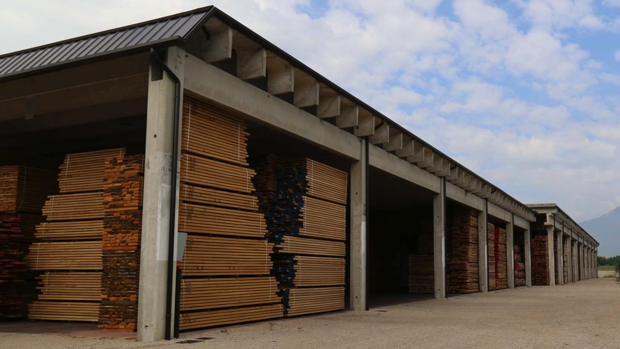 legnami-vendita-legno-legname-larice-siberiano-ingrosso-da-costruzione-prezzi-stagionatura-commercio-rovere-europeo-tavole-prezzo-prefinito-legna-abete-faggio-frassino-tiglio-dal-lago-spa-113