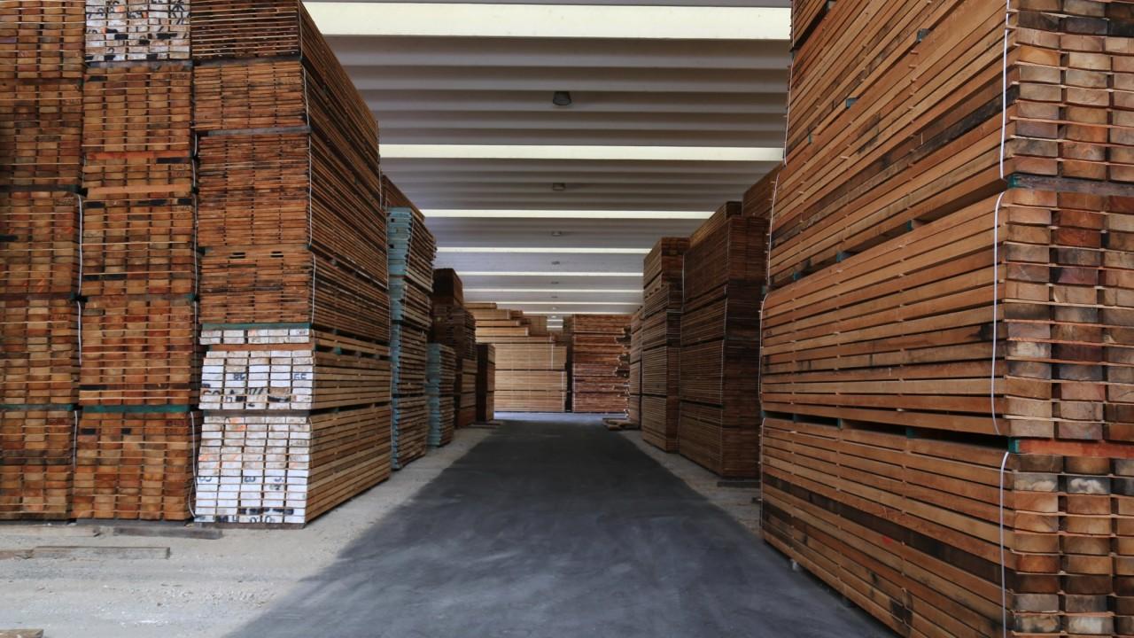 legnami-vendita-legno-legname-larice-siberiano-ingrosso-da-costruzione-prezzi-stagionatura-commercio-rovere-europeo-tavole-prezzo-prefinito-legna-abete-faggio-frassino-tiglio-dal-lago-spa-33