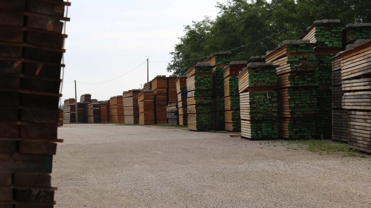 legnami-vendita-legno-legname-larice-siberiano-ingrosso-da-costruzione-prezzi-stagionatura-commercio-rovere-europeo-tavole-prezzo-prefinito-legna-abete-faggio-frassino-tiglio-dal-lago-spa-88